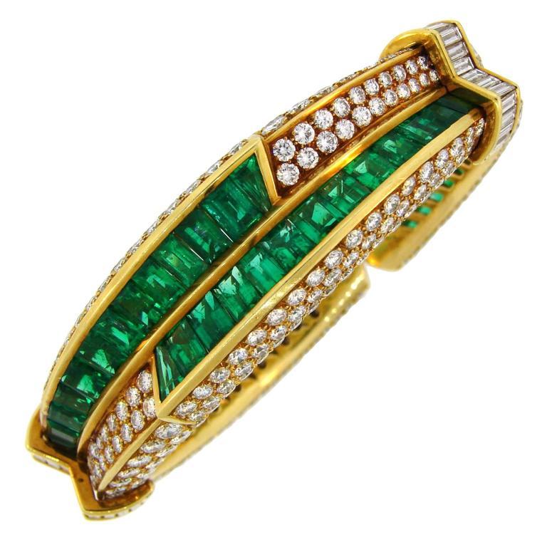1990s Harry Winston Emerald Diamond Gold Bangle Bracelet