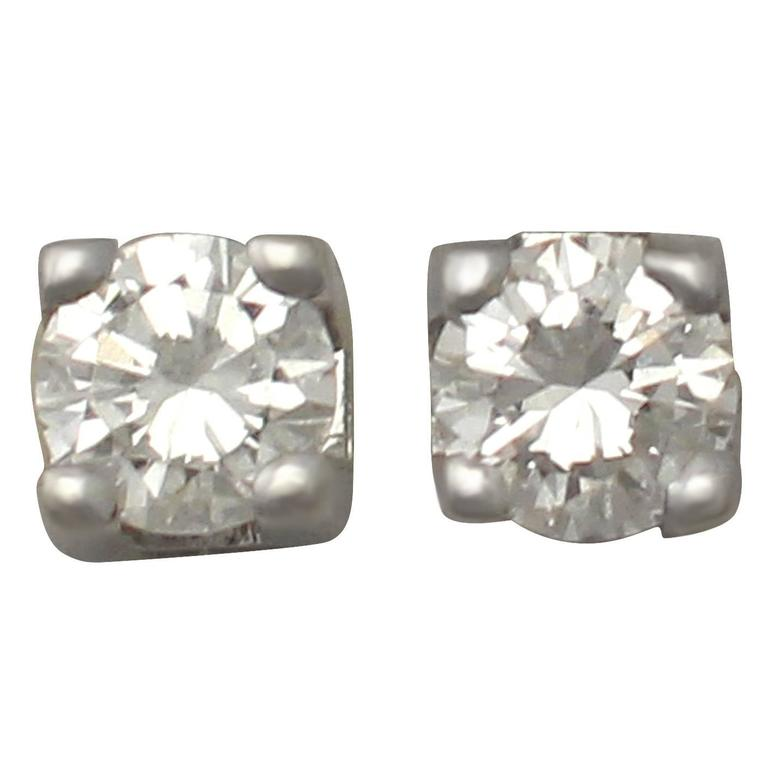 0.25 Ct Diamond and 18 k White Gold Stud Earrings - Vintage Circa 1990 For Sale