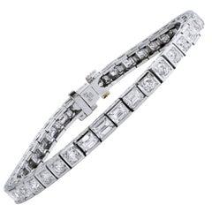 Modern 5.09 Carat Emerald and Round Brilliant Cut Diamond Platinum Bracelet