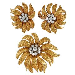 Van Cleef & Arpels Diamond Gold Flower Brooch and Earrings