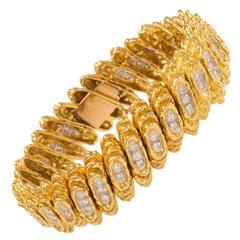 1970s Kutchinsky Diamond Textured Gold Bracelet