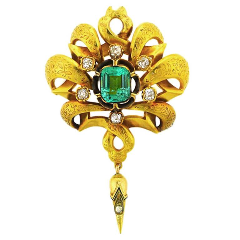 Mid to Late 19th Century Hand-Engraved Emerald Diamond Gold Brooch
