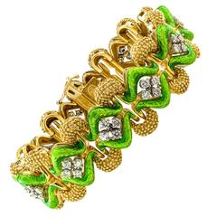 La Triomphe Pistachio-Green Enamel Diamond Gold Bracelet