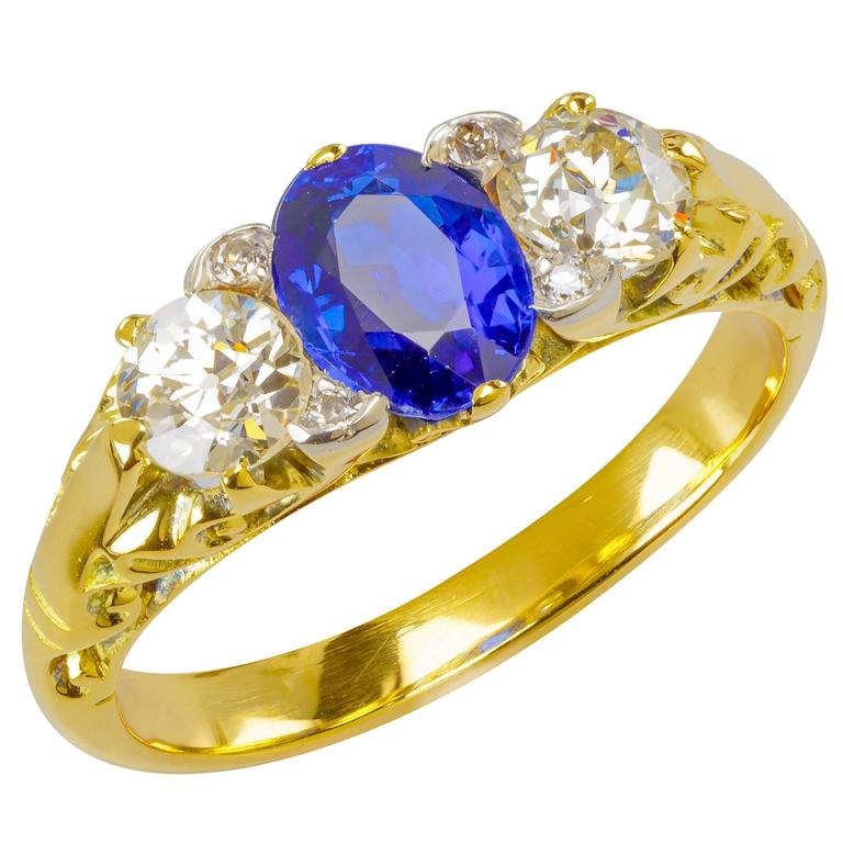 Custom-Designed 1.00 ct. Sapphire, Diamond & 18k Yellow Gold Ring For Sale