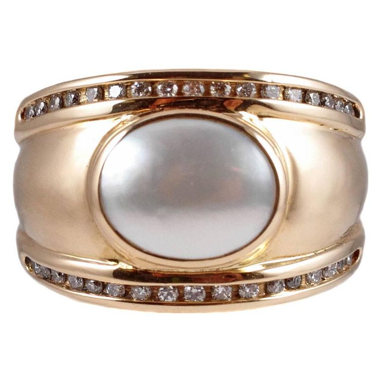 Mother-of-Pearl Diamond Gold Ring