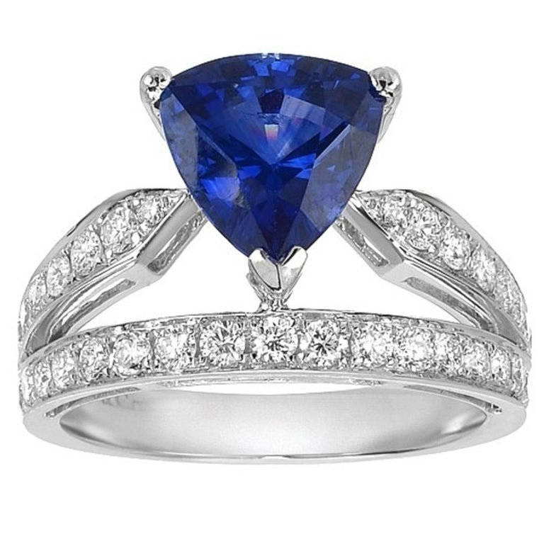 GIA Certified Ceylon Sapphire Diamond Gold Ring For Sale