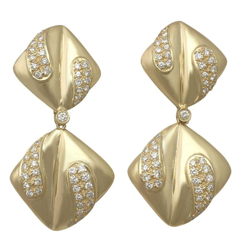 1970s 1.05 Carat Diamond and Yellow Gold Drop Earrings