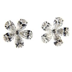 Jona White Diamond 18 karat White Gold Flower Earrings