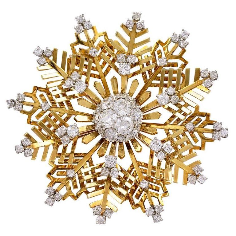 Van Cleef & Arpels Diamond and Gold Snowflake Brooch For Sale
