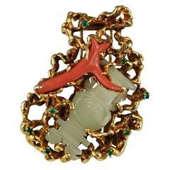 Arthur King Koralle Jade Brosche 18 Karat Gold Freiform, Circa 1960