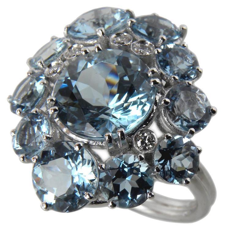 7.92 Carat Natural Brazilian Aquamarine Diamond Gold Ring For Sale