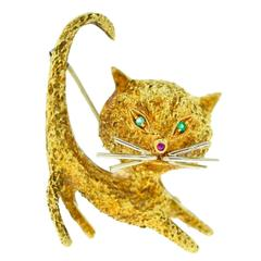 Gorgeous Yellow Gold Stretching Cat Pin with Emerald Eyes