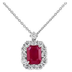 1.40 Carat Ruby Diamond Gold Cluster Pendant