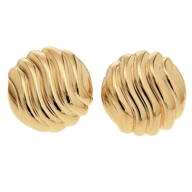 Valentin Magro Wavy Pattern Round Gold Stud Earrings For