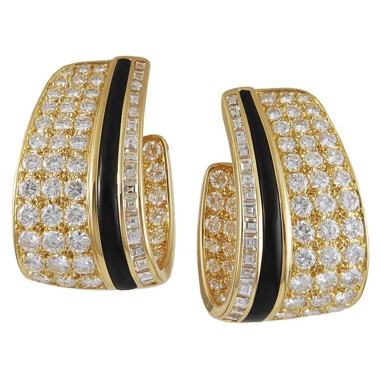 Van Cleef & Arpels Onyx Diamond Gold Earclips