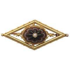 Antique 1860s Banded Agate and Pearl, 15 k Yellow Gold Brooch