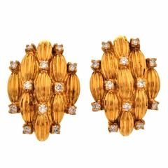 Textured 2.75 Carat Diamond Gold Clip-On Earrings