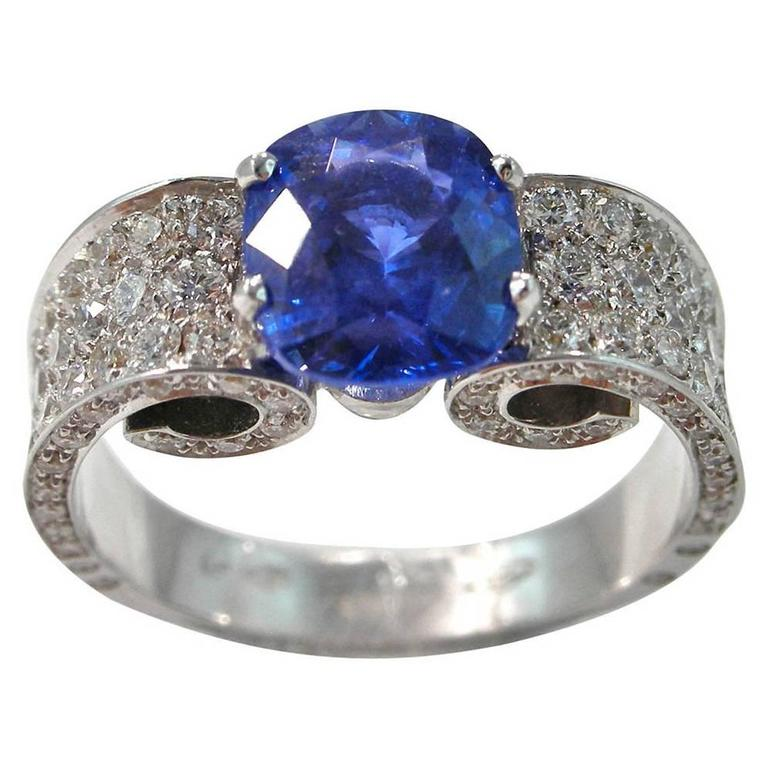 Jona 2.85 Carat Sapphire White Diamond !8 karat White Gold Ring