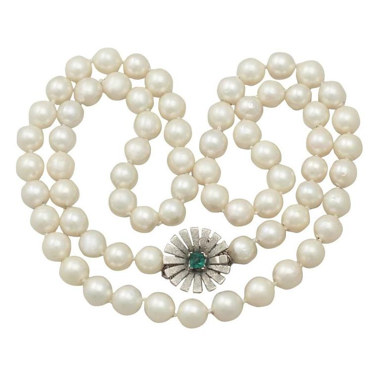 Single Strand Pearl & 0.48Ct Emerald, 18k White Gold Necklace