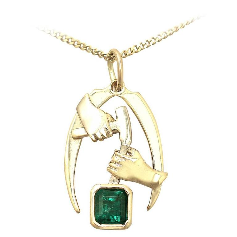 1.07 Carat Emerald and 18 Karat Yellow Gold Pendant, Vintage circa 1990