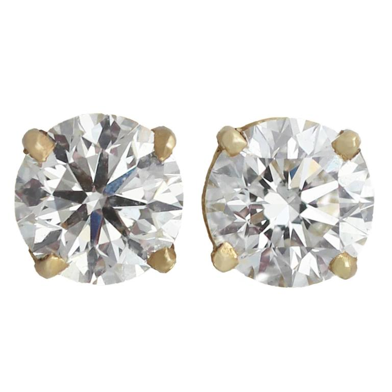 0.67 Carat Diamond and Yellow Gold Stud Earrings