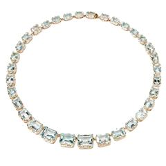 An Elegant Aquamarine Necklace