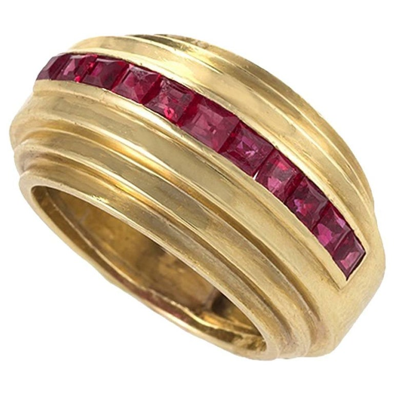 Van Cleef & Arpels Paris 1930s Art Deco Ruby and Gold Ring For Sale