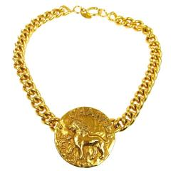 Chanel Vintage Gold Chain Link Lion Pendant Charm Choker Necklace