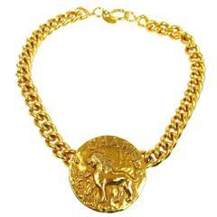 Chanel Vintage Gold Chain Link Lion Pendant Charm Choker Necklace