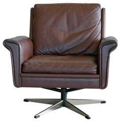 Danish Midcentury Low Back Swivel Lounge Chair in Leather by Georg Thams
