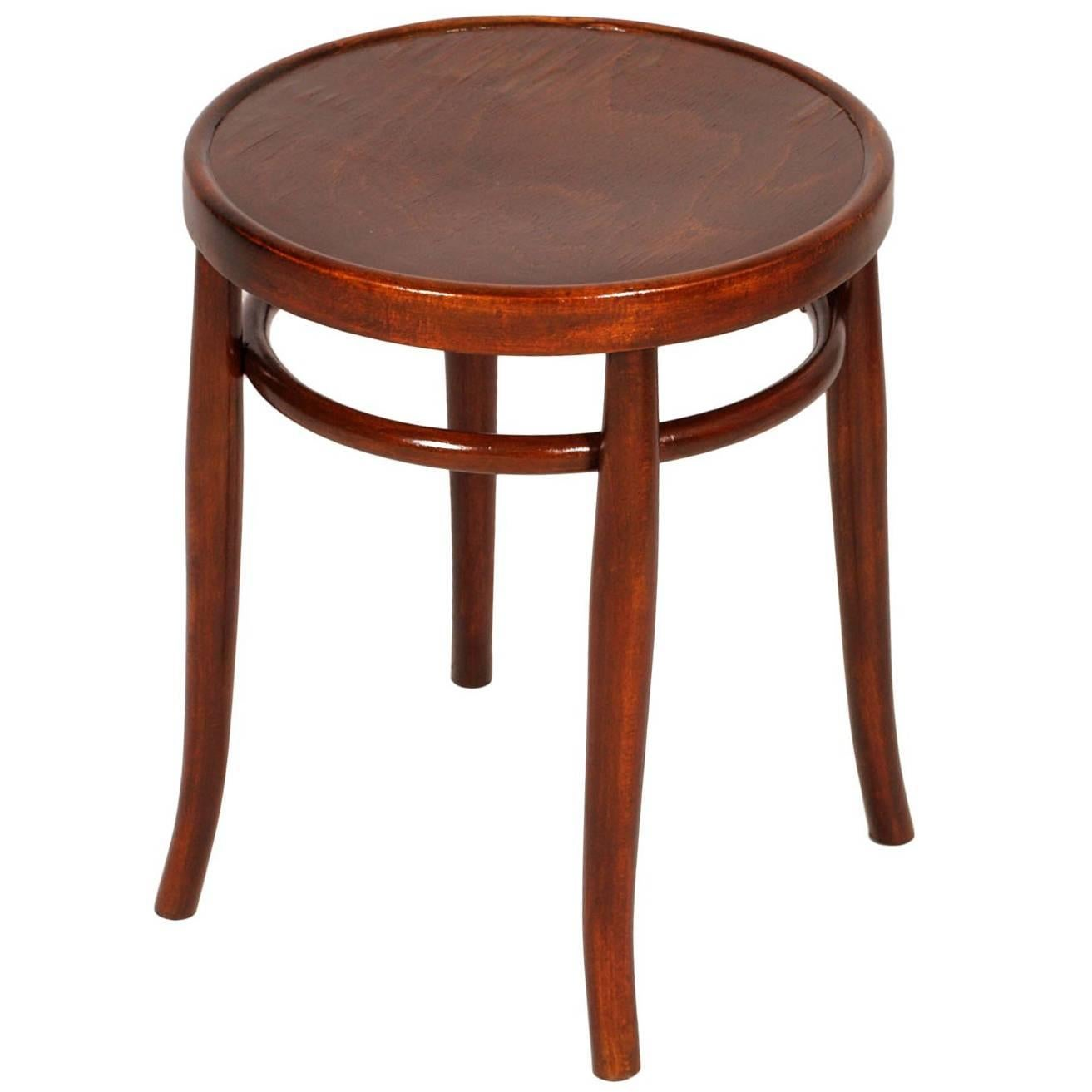 Early 20th Century Round Bentwood Coffee Table By Thonet Polished To Wax  For Sale