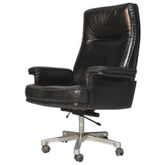 Vintage Swiss De Sede DS 35 Executive Swivel Armchair on castors, 1960s