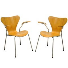Pair of Danish Modern Fritz Hansen Arne Jacobsen Knoll Series Seven Arm Chairs a