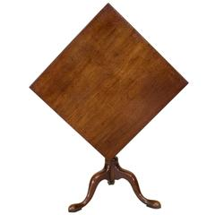 18th Century English Queen Anne Mahogany Tilt-Top End Table