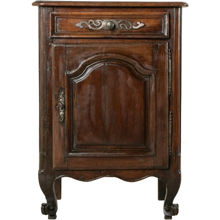 18th Century French Jam Cabinet of Solid Hand-Carved Oak with Iron Hardware  For Sale - 18th Century French Jam Cabinet Of Solid Hand-Carved Oak With Iron