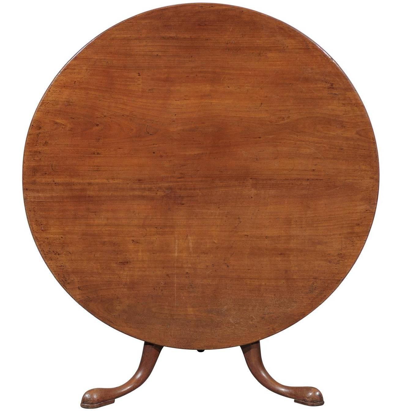 Unusually large english round tilt top table in mahogany for Table pas large