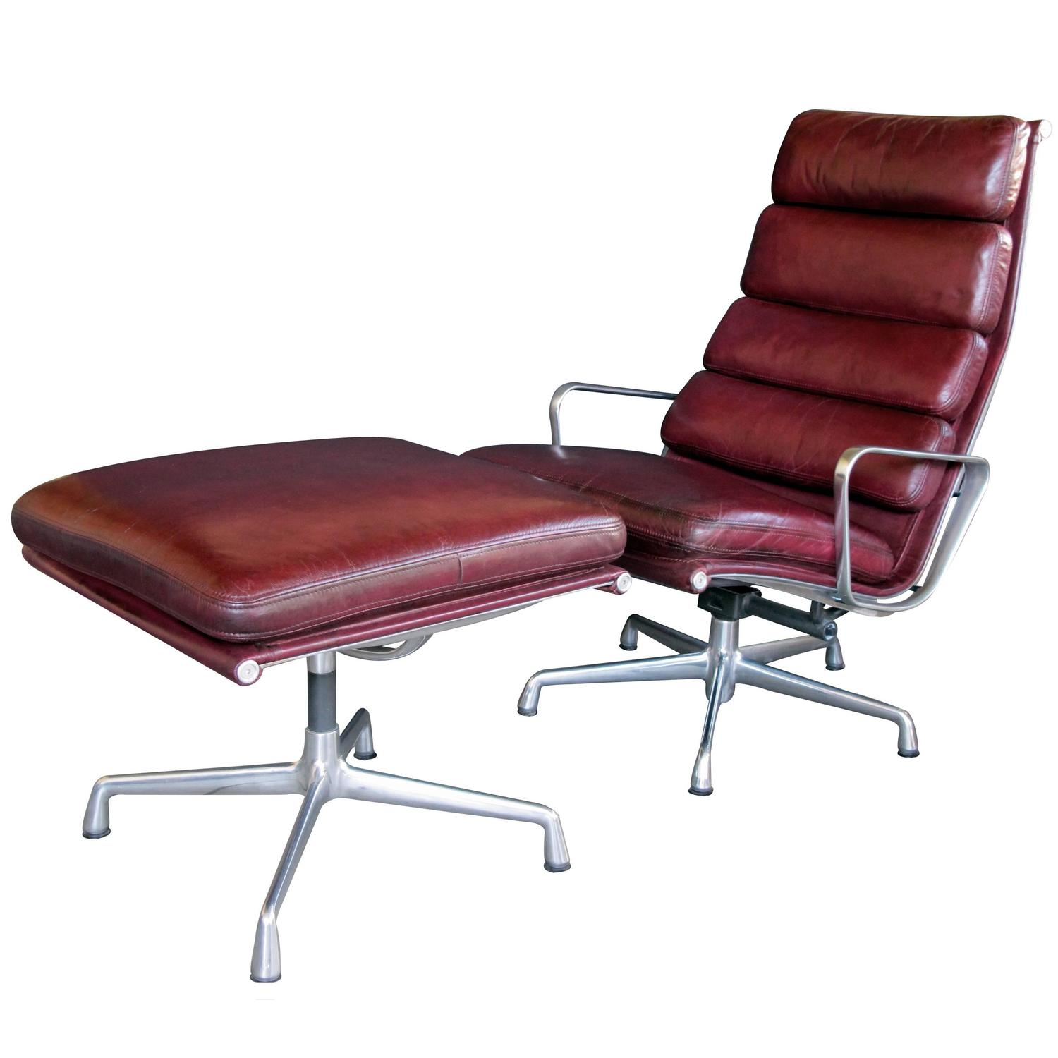 Classic American Eames for Herman Miller Executive Swivel Lounge Chair at 1st