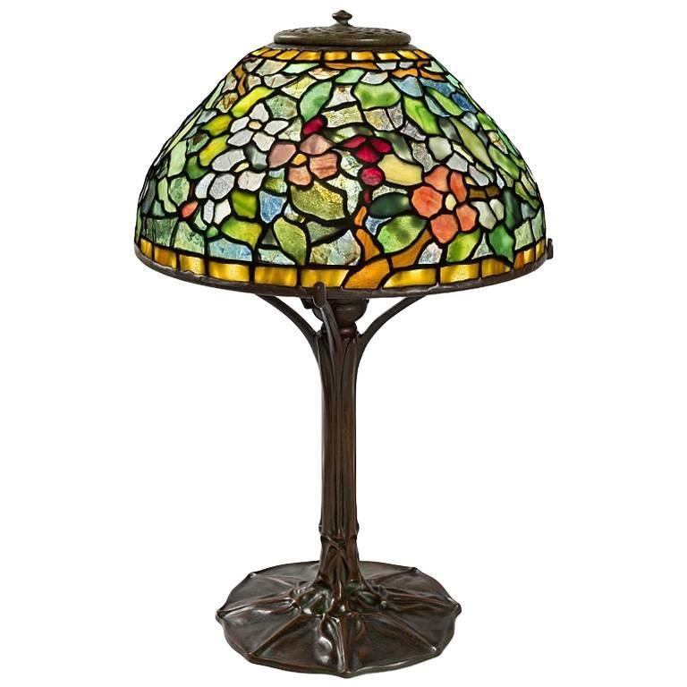 tiffany studios apple blossom table lamp for sale at 1stdibs. Black Bedroom Furniture Sets. Home Design Ideas