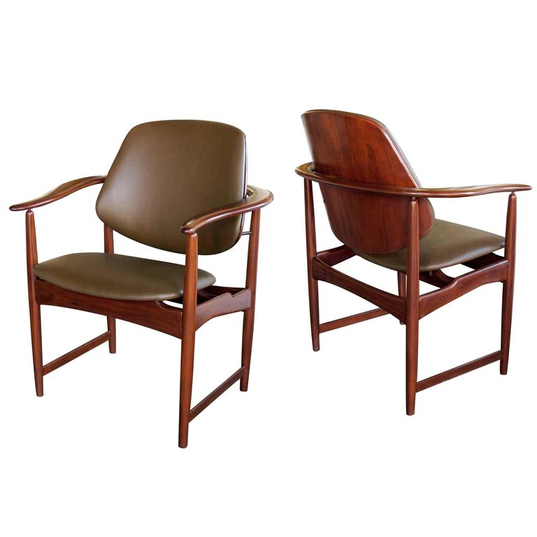 Pair of Danish 1960s Teak Armchairs, Leather Upholstery, by Arne Hovmand-Olsen