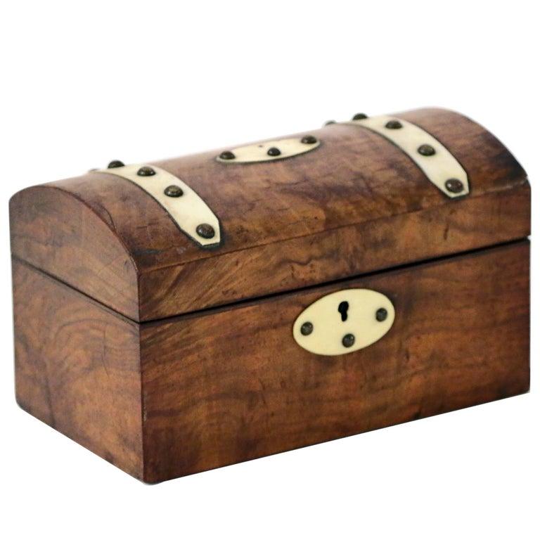 18th century Walnut Georgian Tea Caddy For Sale