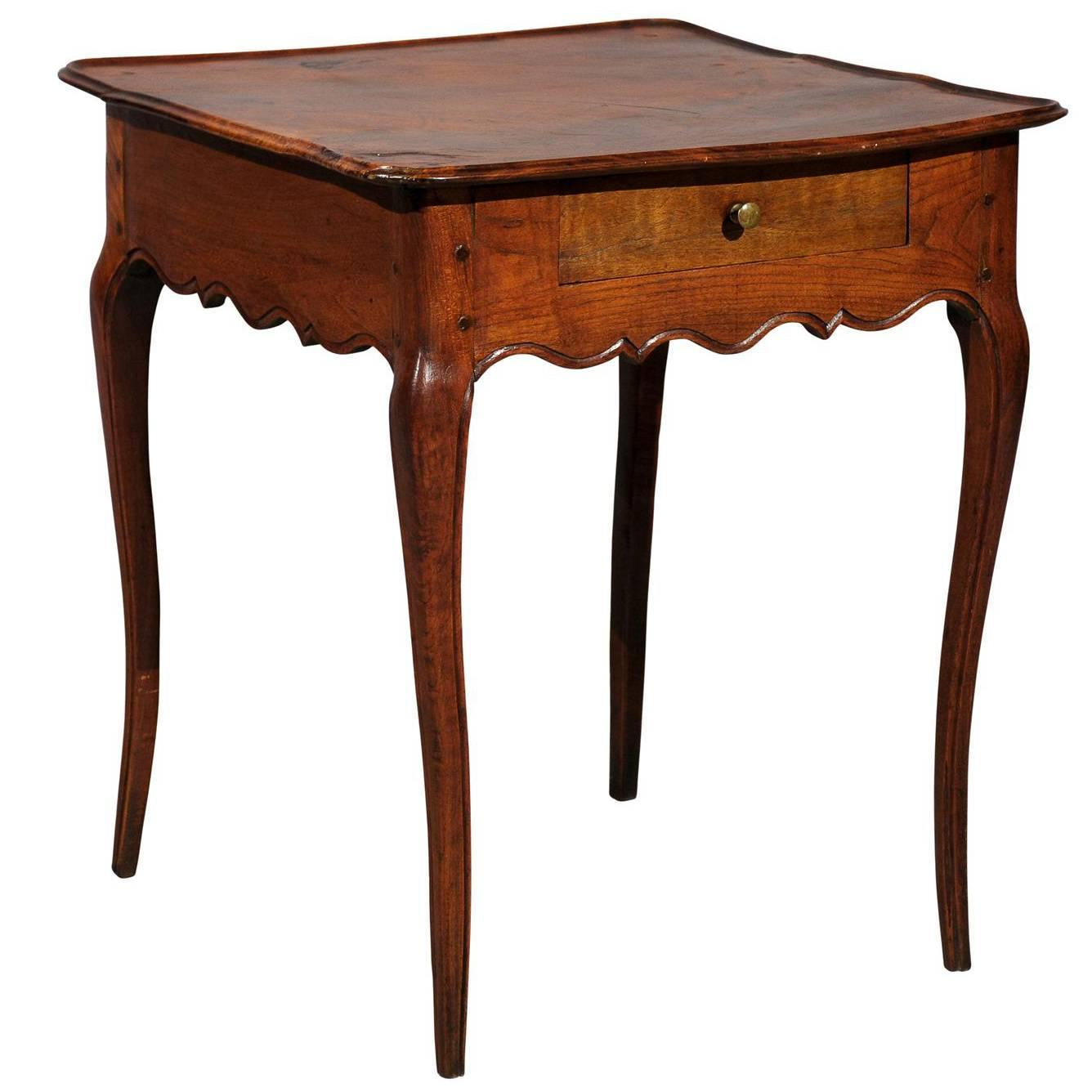louis xv french walnut square side table at 1stdibs. Black Bedroom Furniture Sets. Home Design Ideas