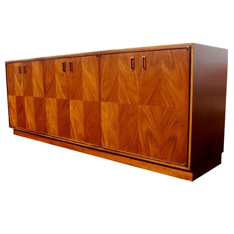 Exotic Wood And Walnut Buffet In The Manner Of Renzo Rutili For Sale At 1stdibs