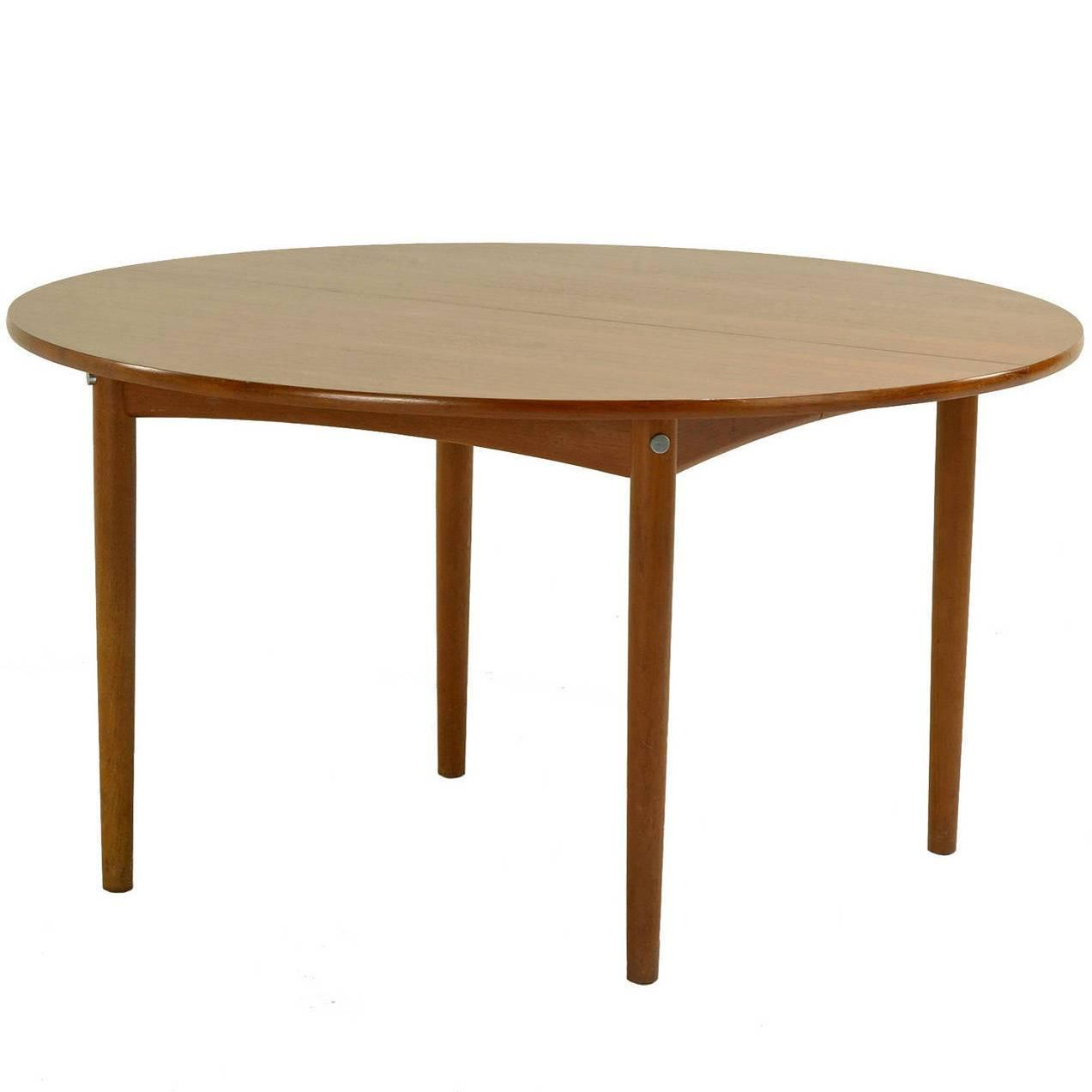 Rare Hans Wegner Round Dining Table For Sale at 1stdibs