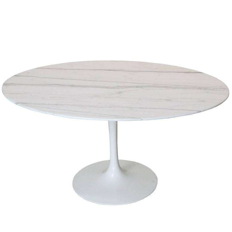 Oval Carrara Marble Tulip Side Table by Saarinen for Knoll 1