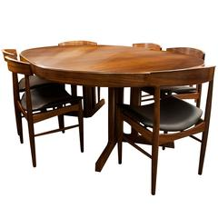 Mid-Century Modern Design Rosewood Dining Table and Six Chairs