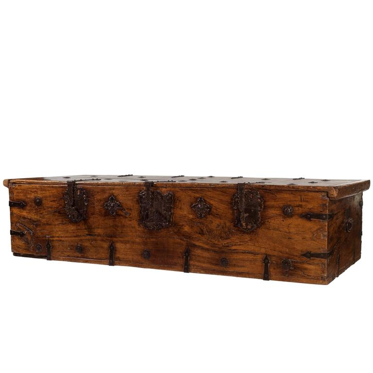 16th Century Mexican Pine Chest For Sale