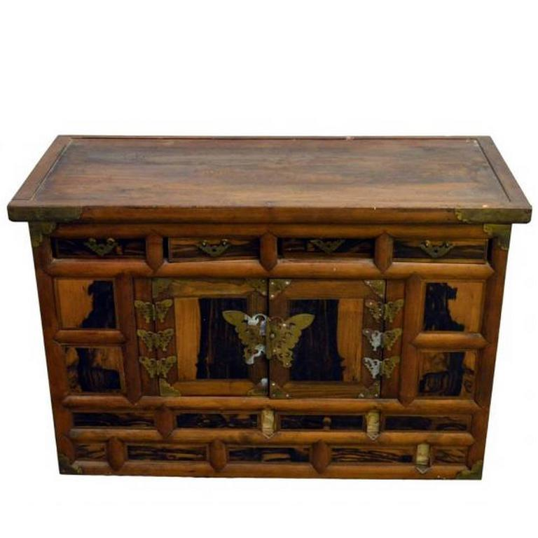 Antique Korean Chest with Butterfly Pattern Brass Hardware from the 19th  Century For Sale - Antique Korean Chest With Butterfly Pattern Brass Hardware From The