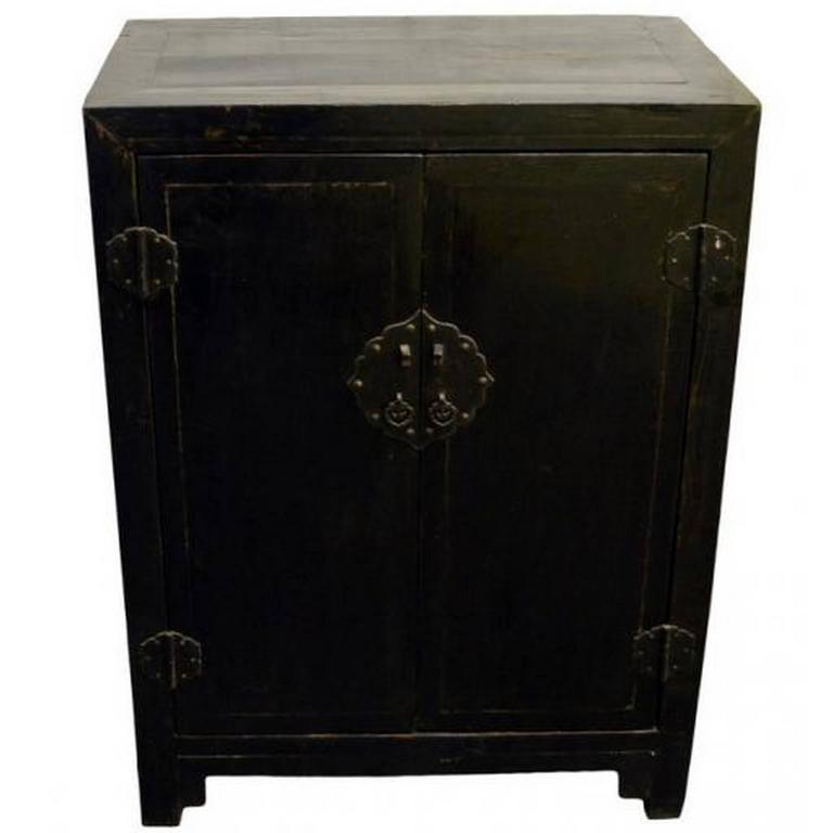 Merveilleux Antique Black Lacquer Side Cabinet With Brass Hardware From 19th Century  China For Sale