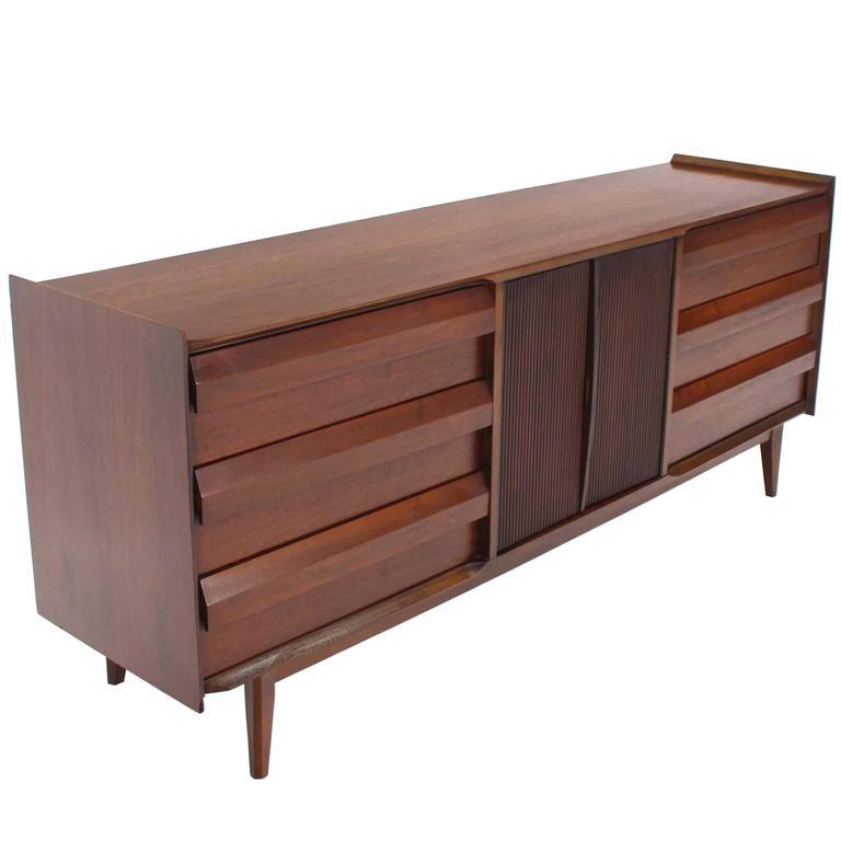 Mid-Century Modern Walnut Credenza Dresser w/ Fluted Doors For Sale