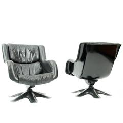 "Pair of Leather Yrjö Kukkapuro ""Kaeuselli"" Lounge Chairs Haimi, Finland"